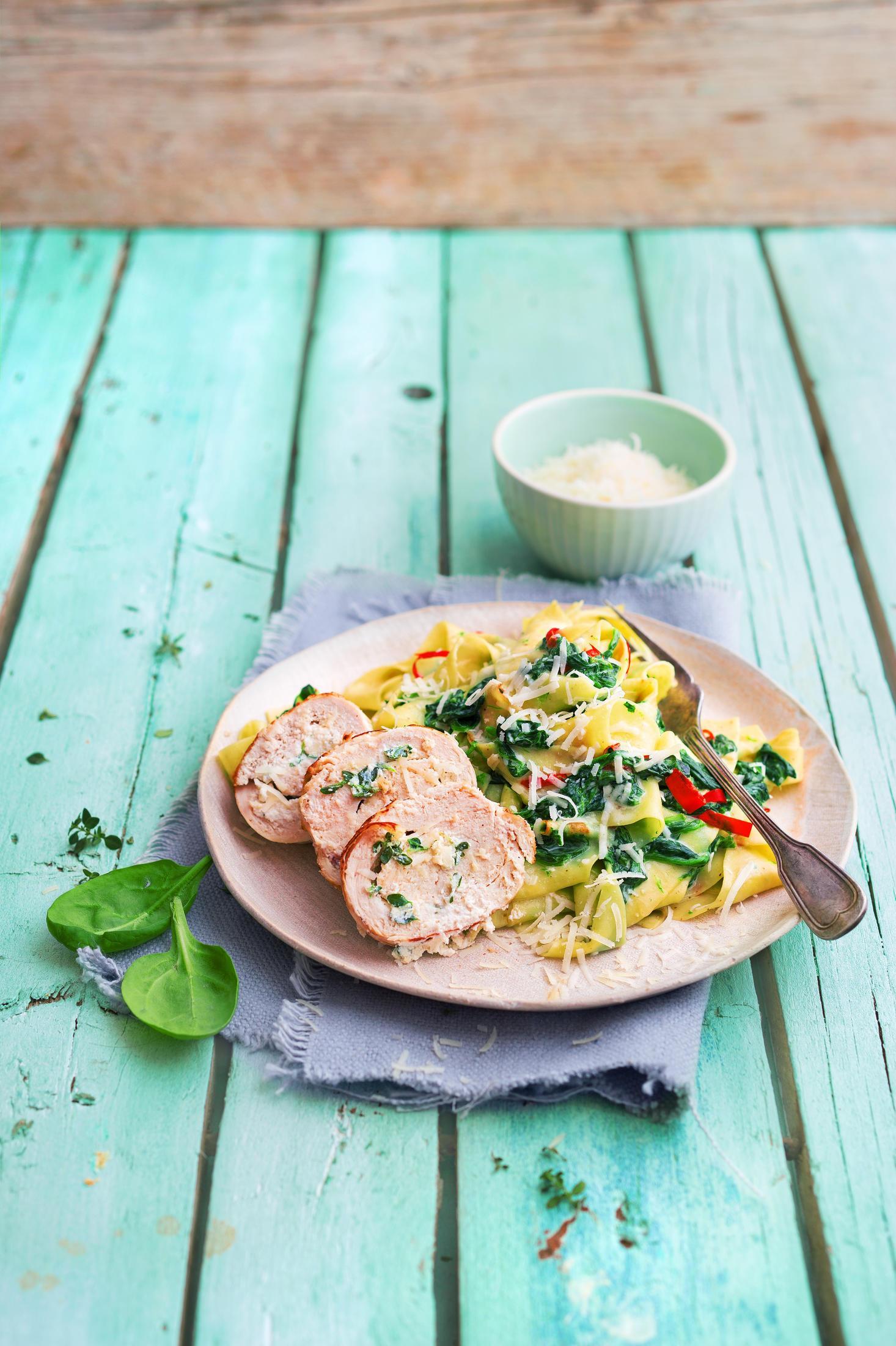 Rezept: Hähncheninvoltini auf Spinat-Pappardelle