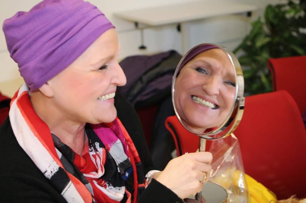 Lebensfreude trotz Krebs durch Schminke