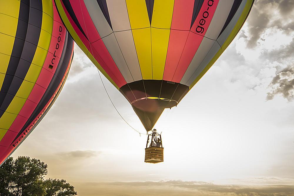 Über den Wolken mit 99 Heißluftballons