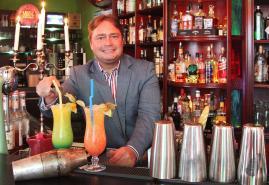 Micha Andrade: Vom Bürokaufmann zum Barkeeper