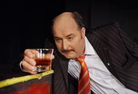 """""""Bagger"""" gräbt im Theater der Komödianten"""