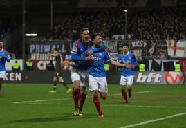 Holstein Kiel bezwingt den FC St. Pauli