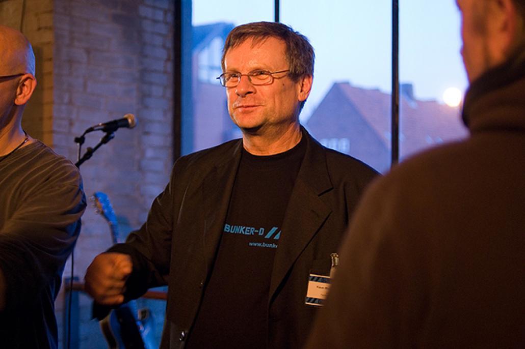 Klaus-Michael Heinze während einer Vernissage, Foto: Kaja Grope
