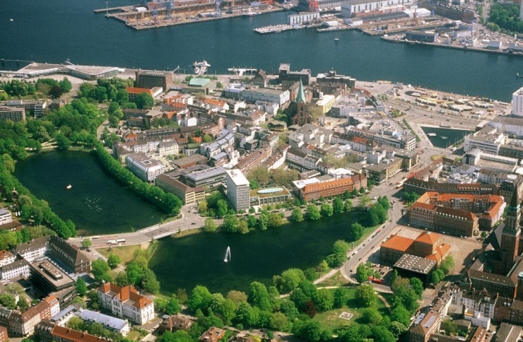 Den Kern Kiels bauten unsere Vorfahren auf eine Insel. Jetzt soll ab etwa 2016 auch zwischen Kleinem Kiel und Bootshafen wieder Wasser schwappen.