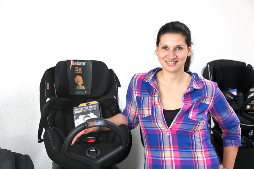 Nora Pempel setzt sich dafür ein, dass Reboarder, also rückwärtsgerichtete Autositze, in Deutschland pflicht werden. Bei Frontalunfällen können sie Kinderleben retten.