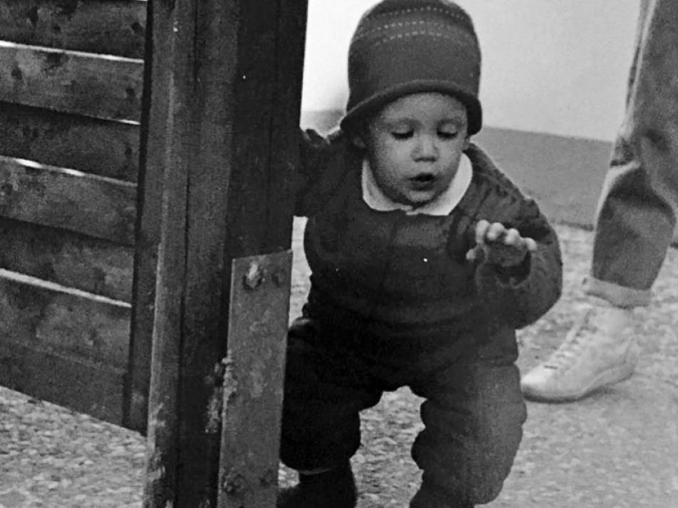 Als kleines Kind ahnte Jörn Dibbern noch nicht, welche magischen Fähigkeiten seine Hände mal haben würden