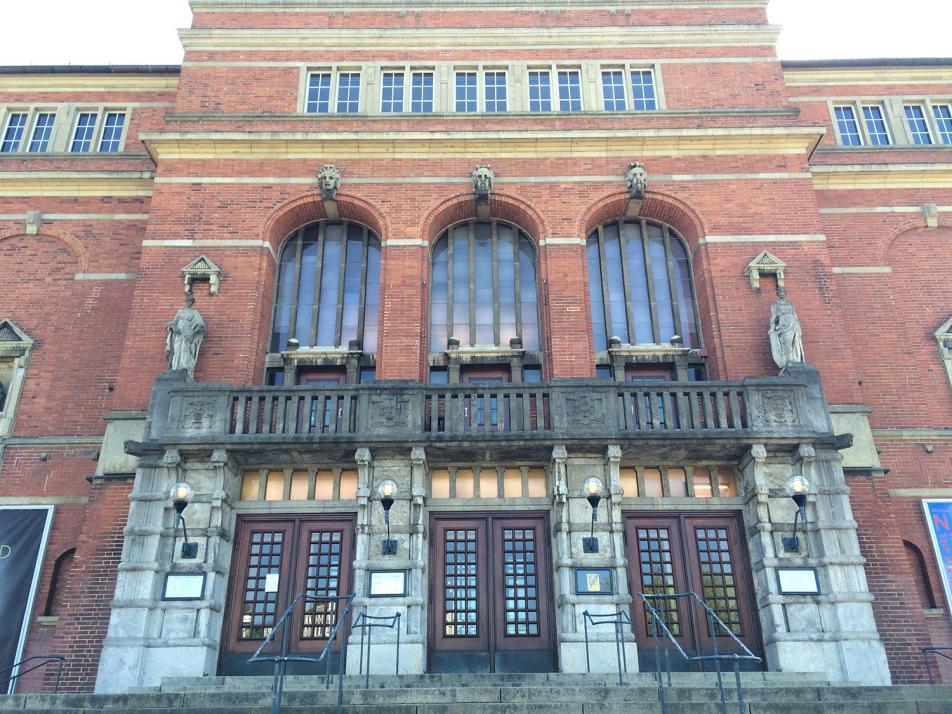 Wer schon immer mal auf der Bühne stehen wollte, sollte im Kieler Opernhaus seine Chance ergreifen!