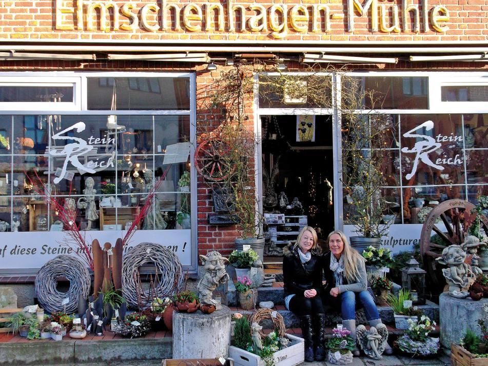 Floristin Conny Muskalla (re.) hat sich den Traum vom eigenen Laden in der ehemaligen Elmschenhagener Mühle erfüllt