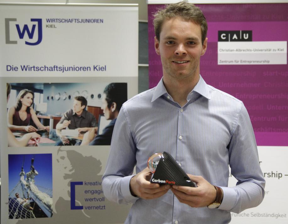 Der 24-jährige VWL-Student Fabian Gielen hat einen Kompass aus Carbon entwickelt