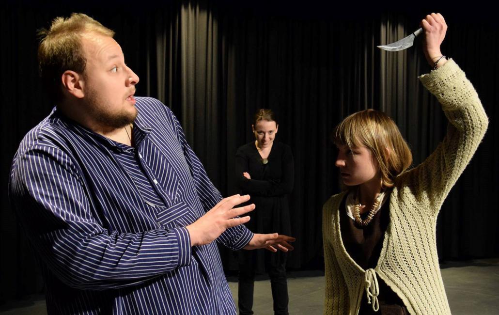 """Die studentische Theatergruppe Ars Graeca inszeniert die Märchenparabel """"""""Der Drache"""" von Jewgeni Schwarz"""
