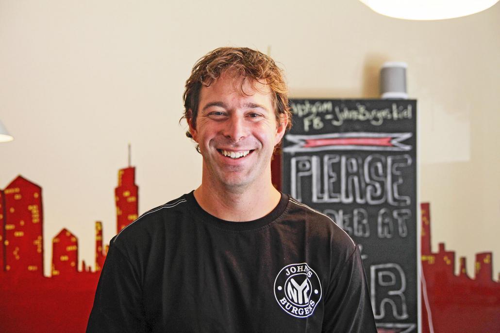 "John Rapaglia, 36 Jahre, Inhaber von ""John's Burgers"""