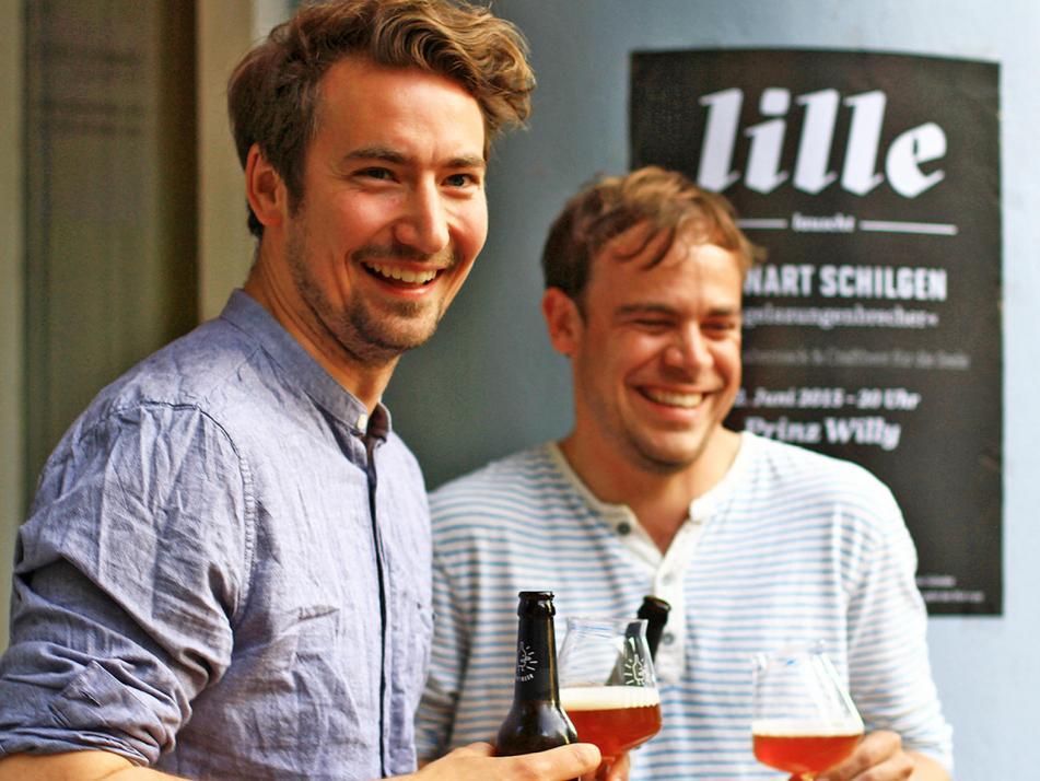 Mit viel Herzblut brachten die kreativen Gründer Max Kühl und Florian Scheske (v. li.) ihr eigenes Craft Beer auf den Markt