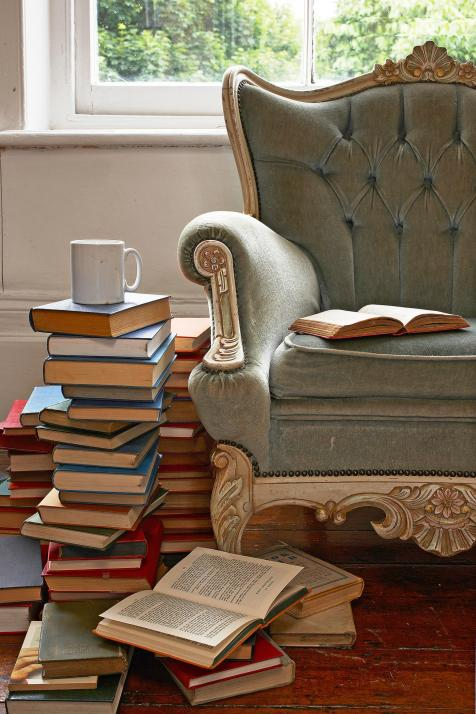 Kaweh kann auf seine geliebten Bücher nicht verzichten