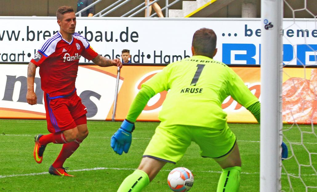 Steven Lewerenz kurz vor seinem Treffer beim SC Paderborn