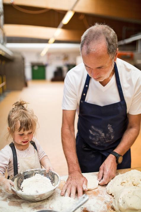 Auch die ganz Kleinen der Familie lernen das Bäckerhandwerk kennen