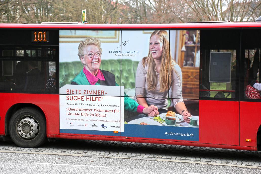 """Bis Ende Oktober wird der KVG-Bus auf das Projekt """"Wohnen für Hilfe"""" aufmerksam machen"""