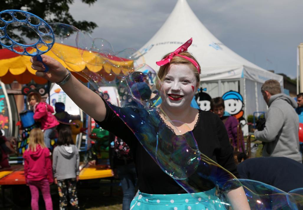 Beim KIDS Festival warten viele Highlights wie zum Beispiel Riesenseifenblasen