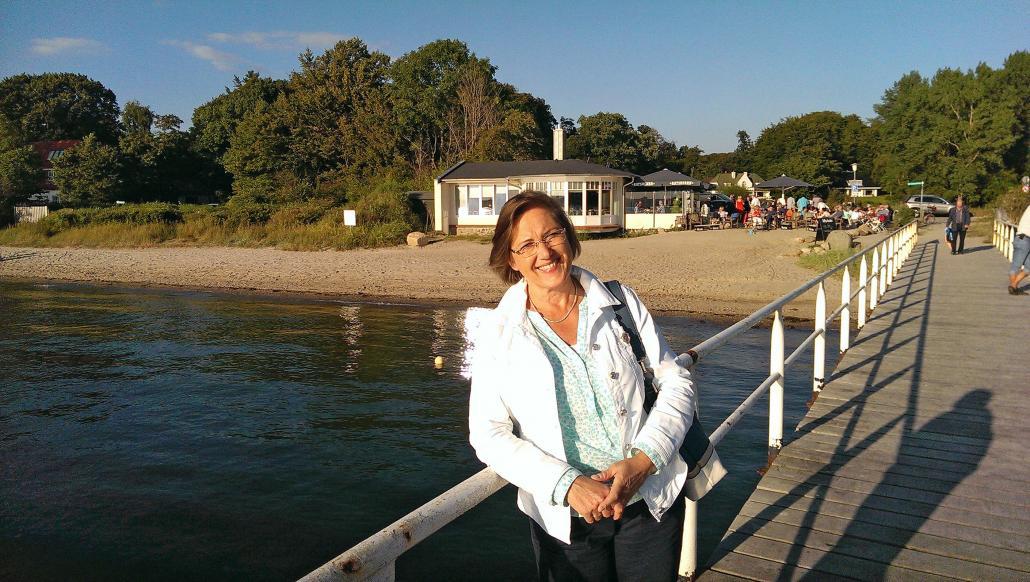 Manuela Junghölter an der Promenade von Kitzeberg vor den Toren Kiels