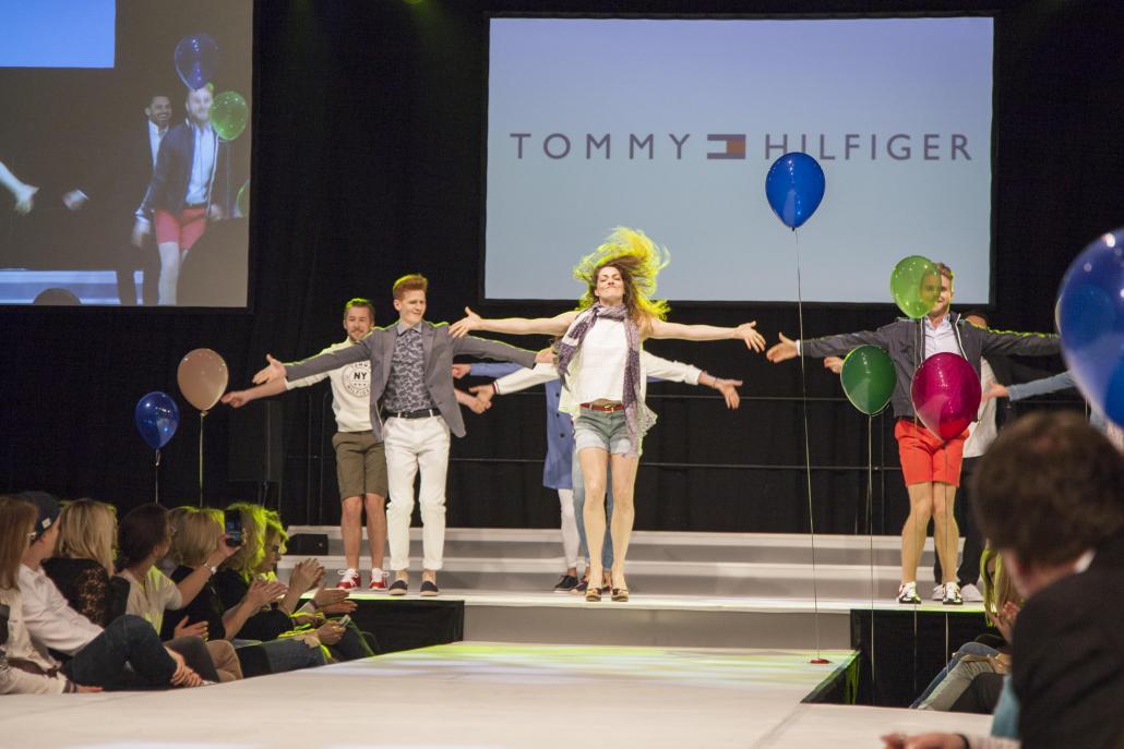 Tommy Hilfiger präsentiert eine modische Choreografie