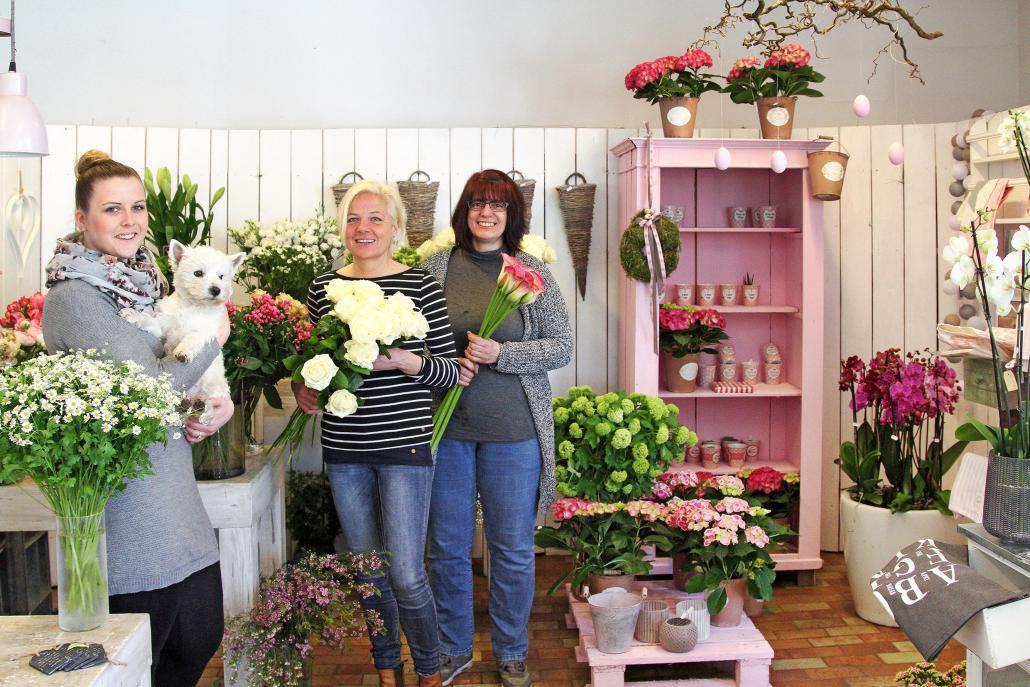 Bei Inhaberin Edelgard Lau (Mitte) und ihrem Team blühen Blumen in allen Farben