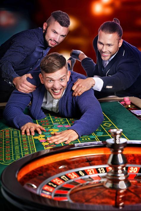 Beim Männerabend im Casino Kiel kann man mit den besten Freunden einmal abschalten