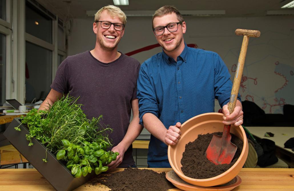 Hannes und Lasse Popken (v. li.) gründeten vor einem halben Jahr ihr Start-up Rankwerk