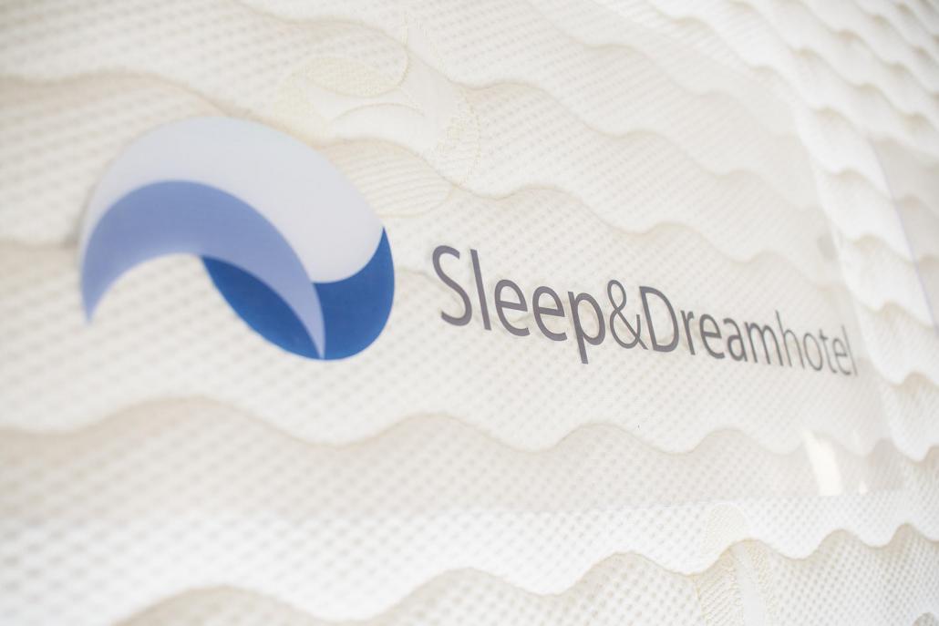 Im Familienbetrieb Sleep & Dreamhotel werden die Matratzen individuell auf den Kunden zugeschnitten und per Hand produziert