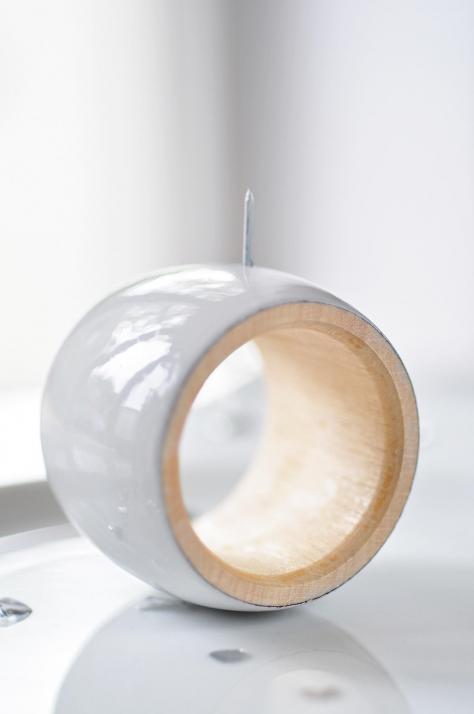 Man benötigt einen Serviettenring aus Holz …