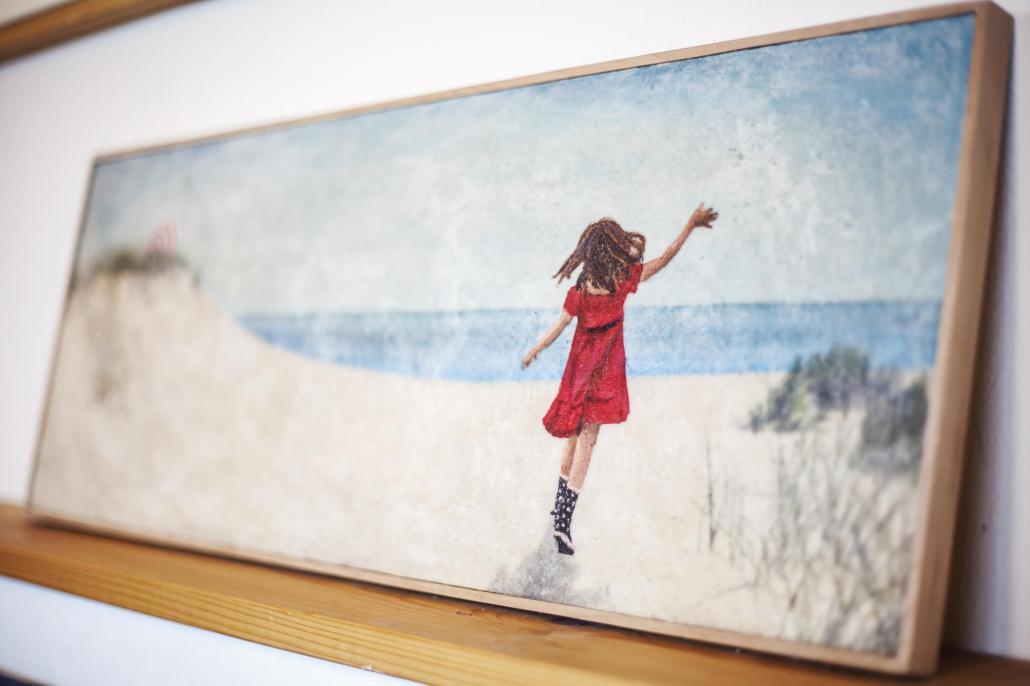 Neben den Arbeiten aus Holz gestaltet Karen mithilfe ihrer eigens entwickelten Auftragetechniken wundervolle Wachsbilder