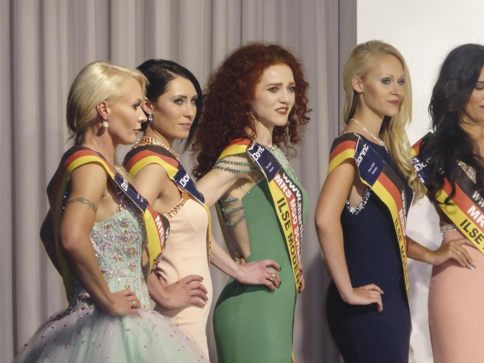 Olga Lorenz im grünen Kleid nahm an der Wahl zur Misses  MGO Deutschland teil