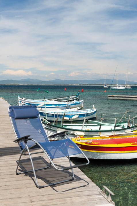 Bei Hinrich Kiel gibt es nun die farbenfrohen Relaxliegen von Lafuma
