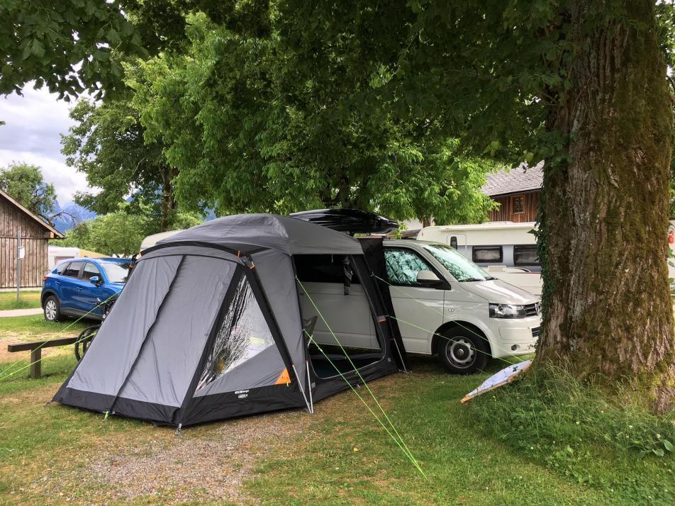 Ein Vorzelt bietet nicht nur Windschutz, sondern auch zusätzlichen Lagerraum
