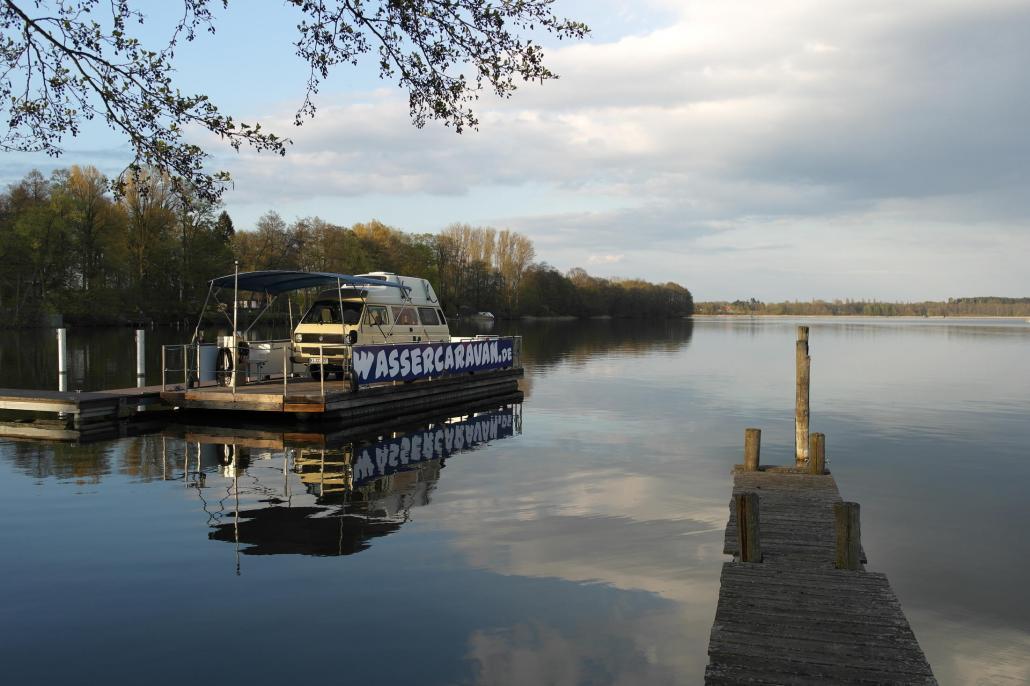 In Mecklenburg-Vorpommern kann man mit seinem Van sogar aufs Wasser.