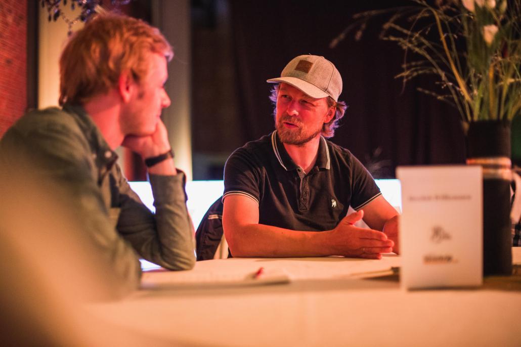 Regisseur Lars Jessen (re.) im Gespräch mit Redakteur Bastian Karkossa