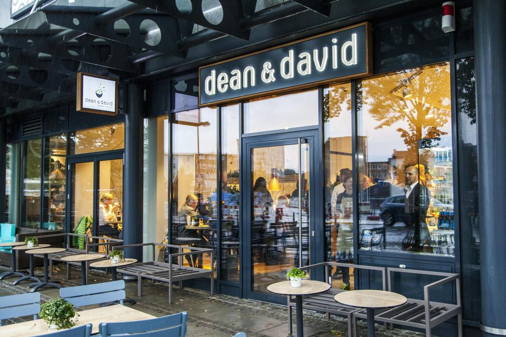 Modernes Ambiente und gesundes Fast Food bietet dean&david