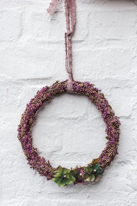 Zarter, saisonaler Blumenkranz