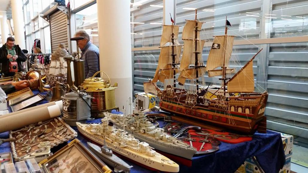 Allerlei Maritimes wird auf dem Markt angeboten