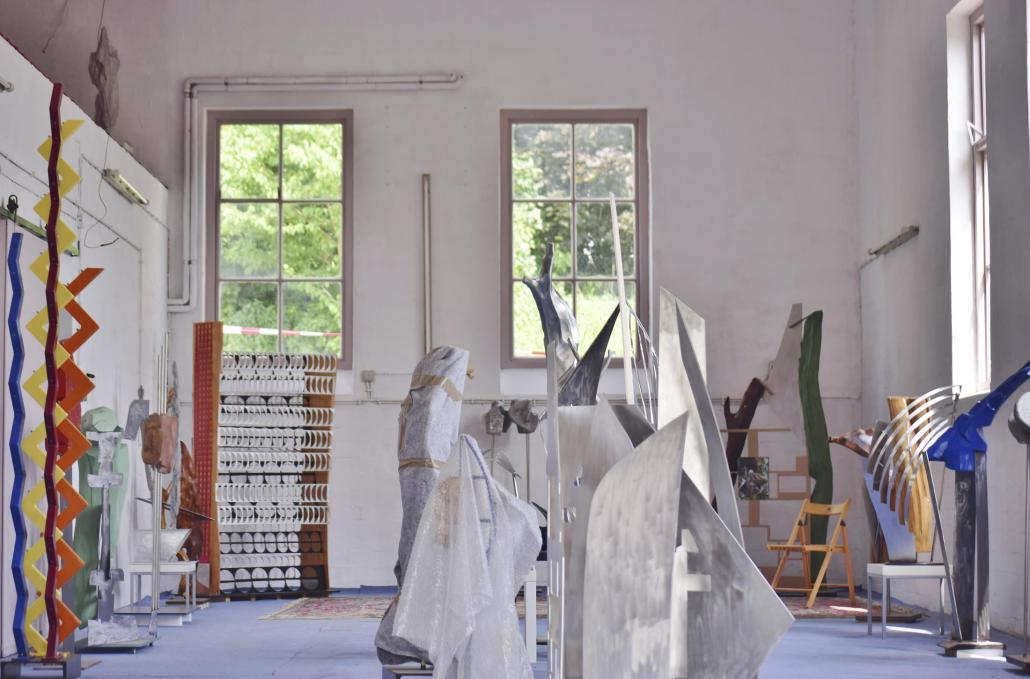 Im November findet im Bunker-D auf dem Gelände der Fachhochschule Kiel eine Ausstellung von Berthold Grzywatz mit verschiedenen Skulpturen und Fotografien statt.