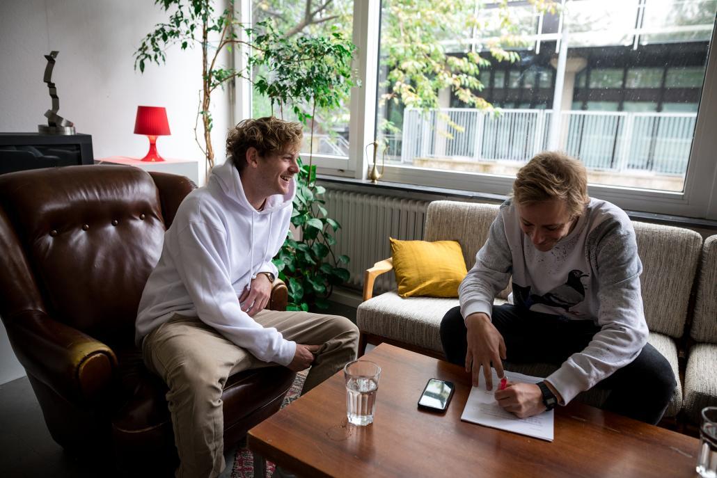 Steasy (li.) im Gespräch mitRedakteur Bastian Karkossa