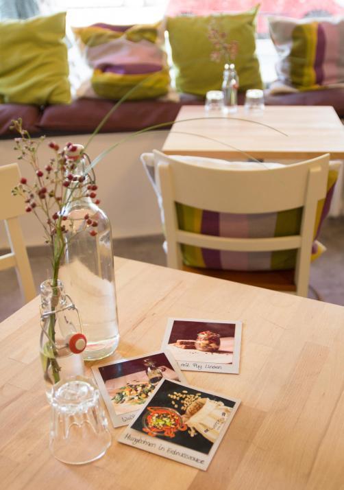 Auch ein liebevoll geführtes Café ist in dem Geschäft integriert