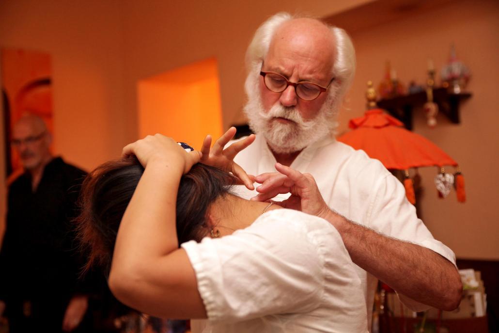 Therapeut Holger verfügt über jahrzehntelange Berufserfahrung