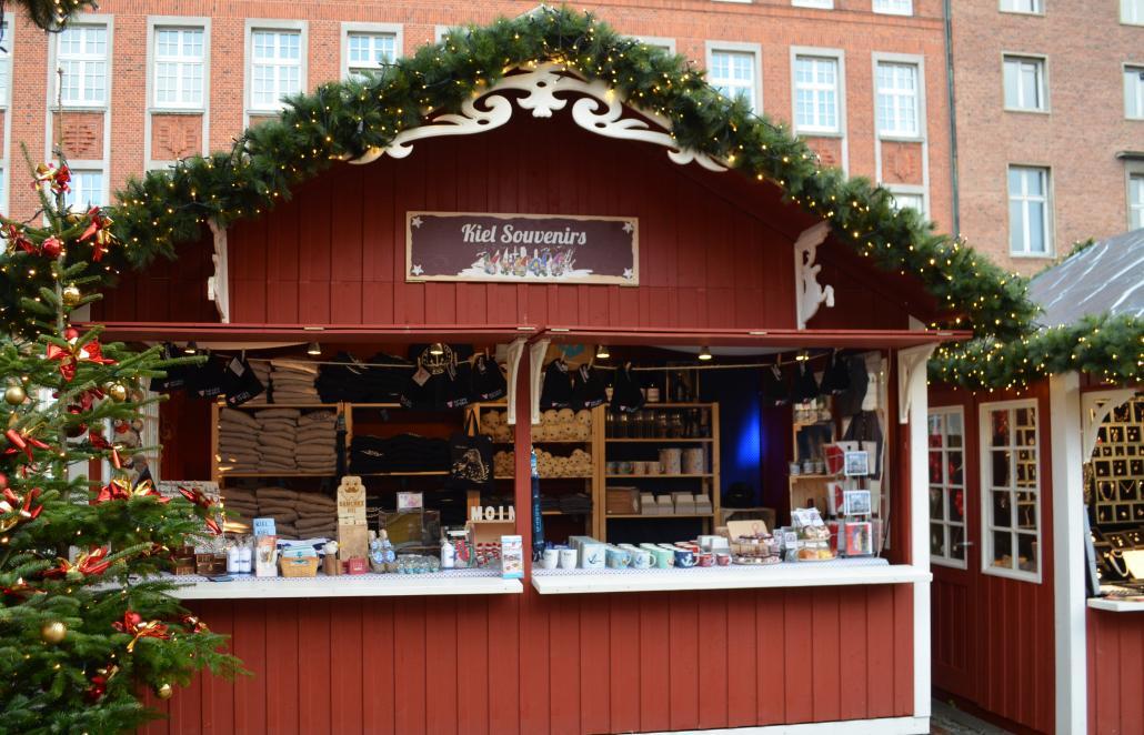 Die Bude ist im Weihnachtsdorf auf dem Rathausmarkt zu finden
