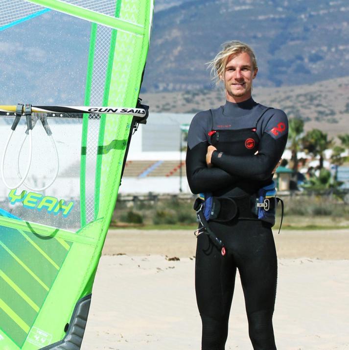 Windsurfer Valentin Böckler freut sich auf seine erste Tour mit der X-Klasse