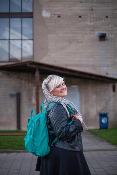 Nora studiert an der Fachhochschule Kiel