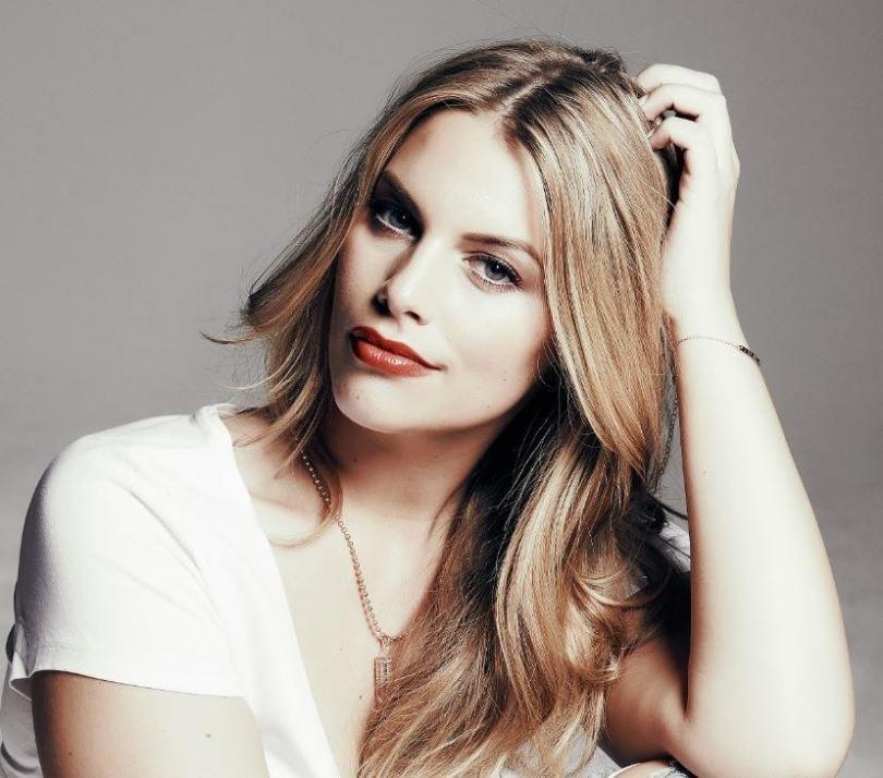 Curvy Model Angelina Kirsch