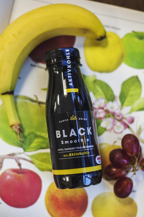 Black Smoothie mit Aktivkohle