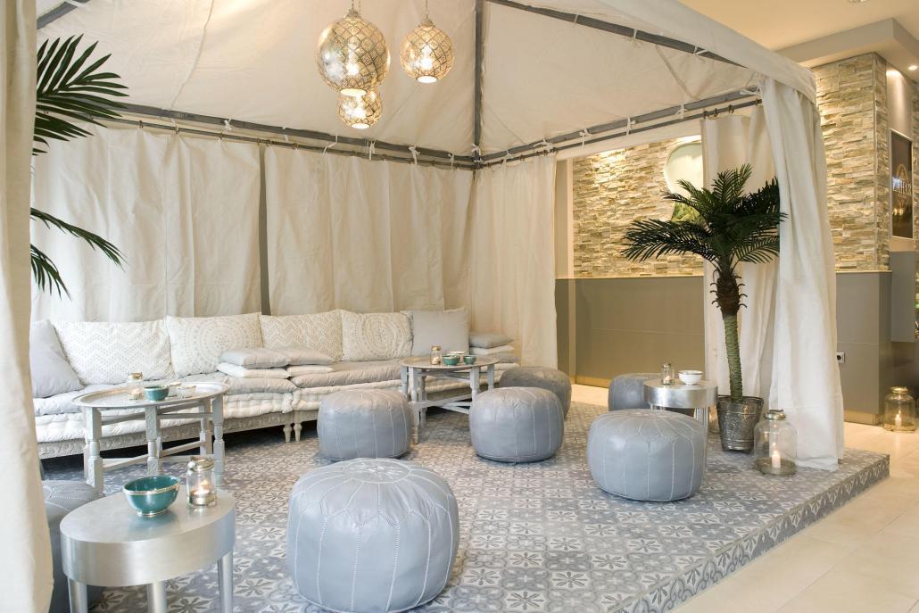 Das traditionelle Beduinenzelt wurde extra aus Marokko eingeflogen, um in dem Restaurant eine ganz besondere Atmosphäre zu schaffen