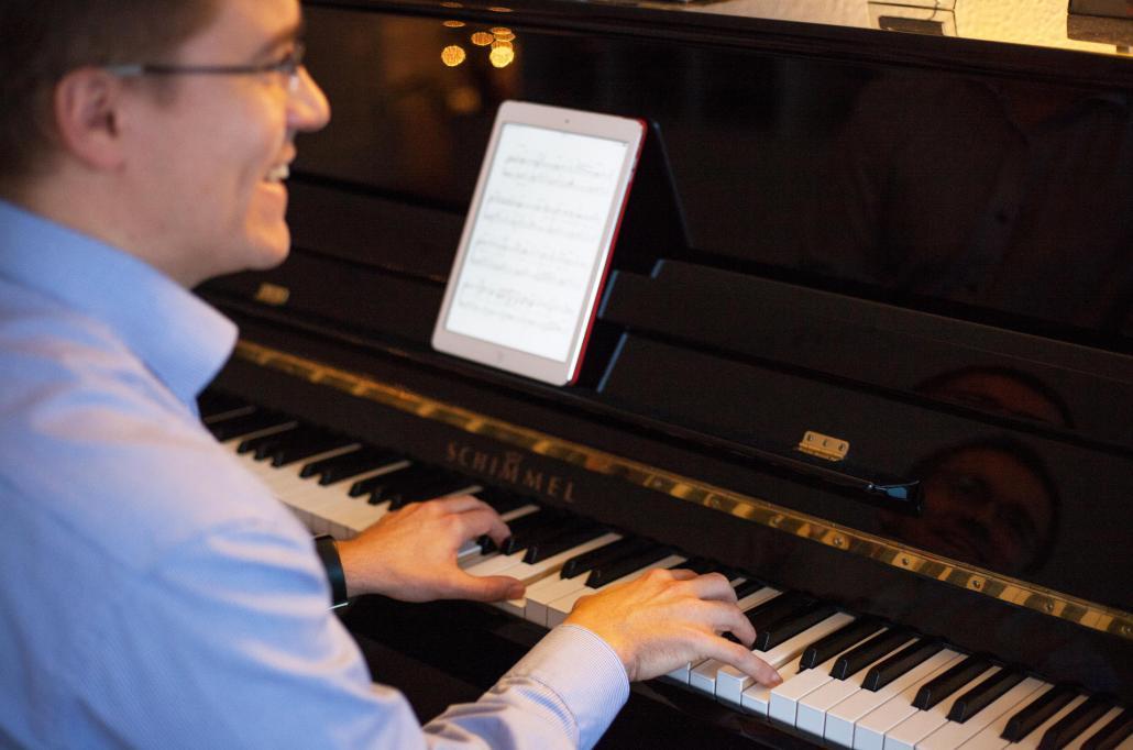 Diplom-Pianist, Diplom-Pädagoge und Steinway-Artist Mark Karsai