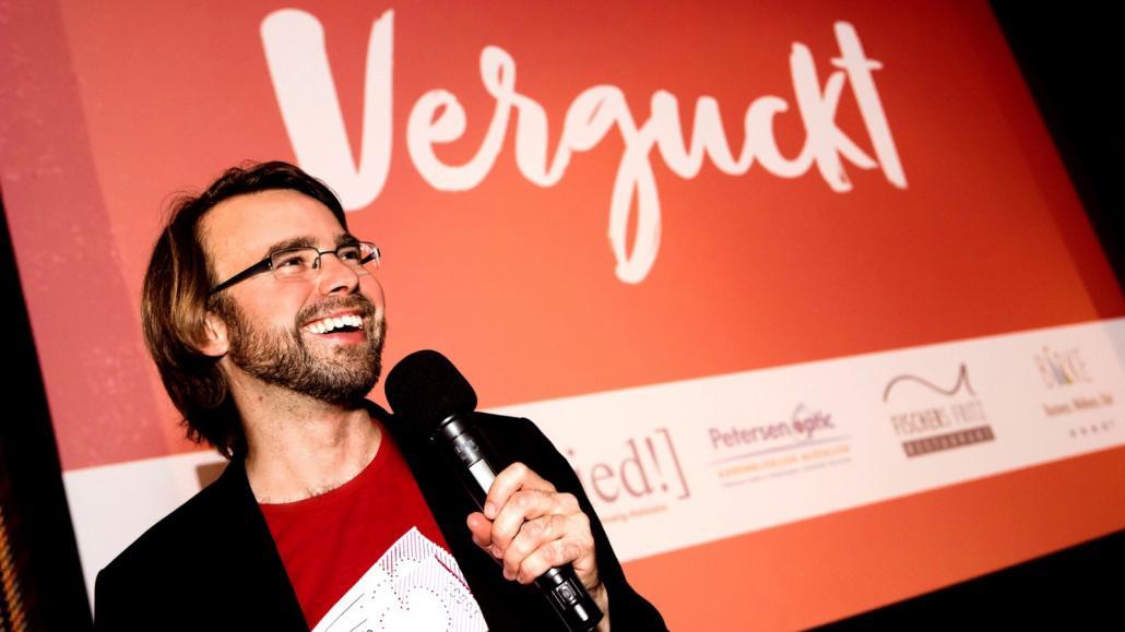 Moderator Sven Bohde führt durch den emotionalen Abend und zeigt Kurzfilme zum Thema Liebe