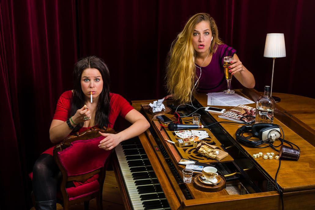 Julia Gámez Martin (li.) und Ariane Müller bilden das Duo Suchtpotenzial